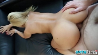 After Instagram Hookup she gets fucked doggiestyle and facial