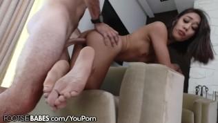 Aria Skye Wants you to Cum on her Feet