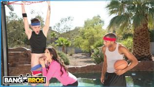 BANGBROS – Juan El Caballo Loco Tag Teams His Stepmom Makayla Coxxx