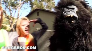 BANGBROS – Rebecca Blue, Tara Lynn Foxx and Katie Summers Monkey Around (bbw7798) HD Porn Video