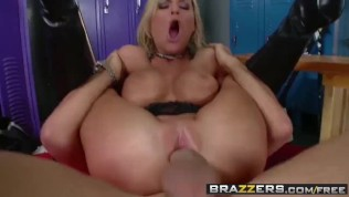 BRAZZERS – Band nerd McKenzee Miles Gets a lesson in tempo from Keiran Lee HD Porn Video