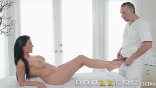 Brazzers – Massage oil makes Reagan Foxx want to fuck