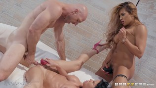 Brazzers Presents Pure Indulgence – Womanizer – Mercedes Carrera & Veronica Avluv & Johnny Sins