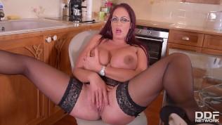 Curvy Kitchen Masturbation – Sultry Brit Sucks Massive Tits