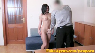 FakeAgent HD Cute beauty plays hard to get