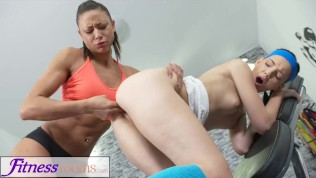 Fitness Rooms Sporty athletic babe fucks young leotard cutie in the gym Free Porn Video