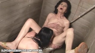 21Sextreme Granny licking cunt