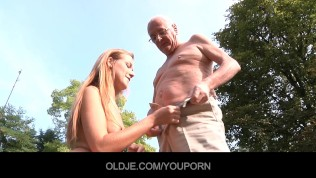 Her horny pussy cleaned by the old polisher