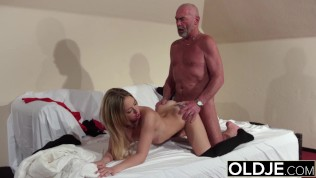 Old Young – Blonde blowjob and doggystyle fuck from grandpa young girl sex