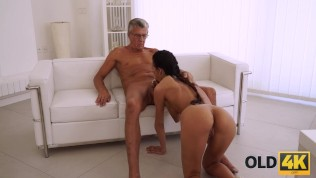 OLD4K. Mature boss stretches hot assistant instead of doing project HD Porn Video