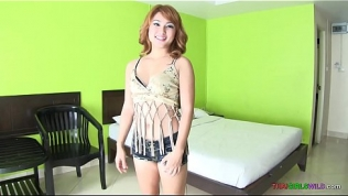 Pale white Thai girl meets pale white foreigner for bareback sex Free Porn Video