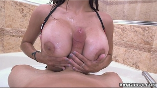 Bathtime Blowjob with Mia Khalifa