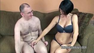 Mature babe Melissa Swallows gives a blowjob to a stranger