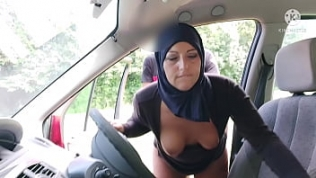 Taxi Driver Fucks naughty married Muslim girl.. she's really hot!!